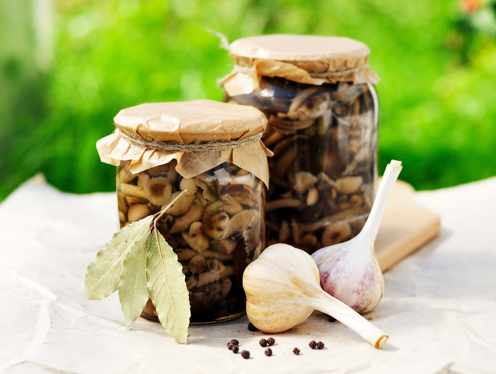 Marinating mushrooms in oil
